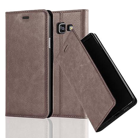Cadorabo Hülle für Samsung Galaxy A3 2016 (6) - Hülle in Kaffee BRAUN – Handyhülle mit Magnetverschluss, Standfunktion und Ka