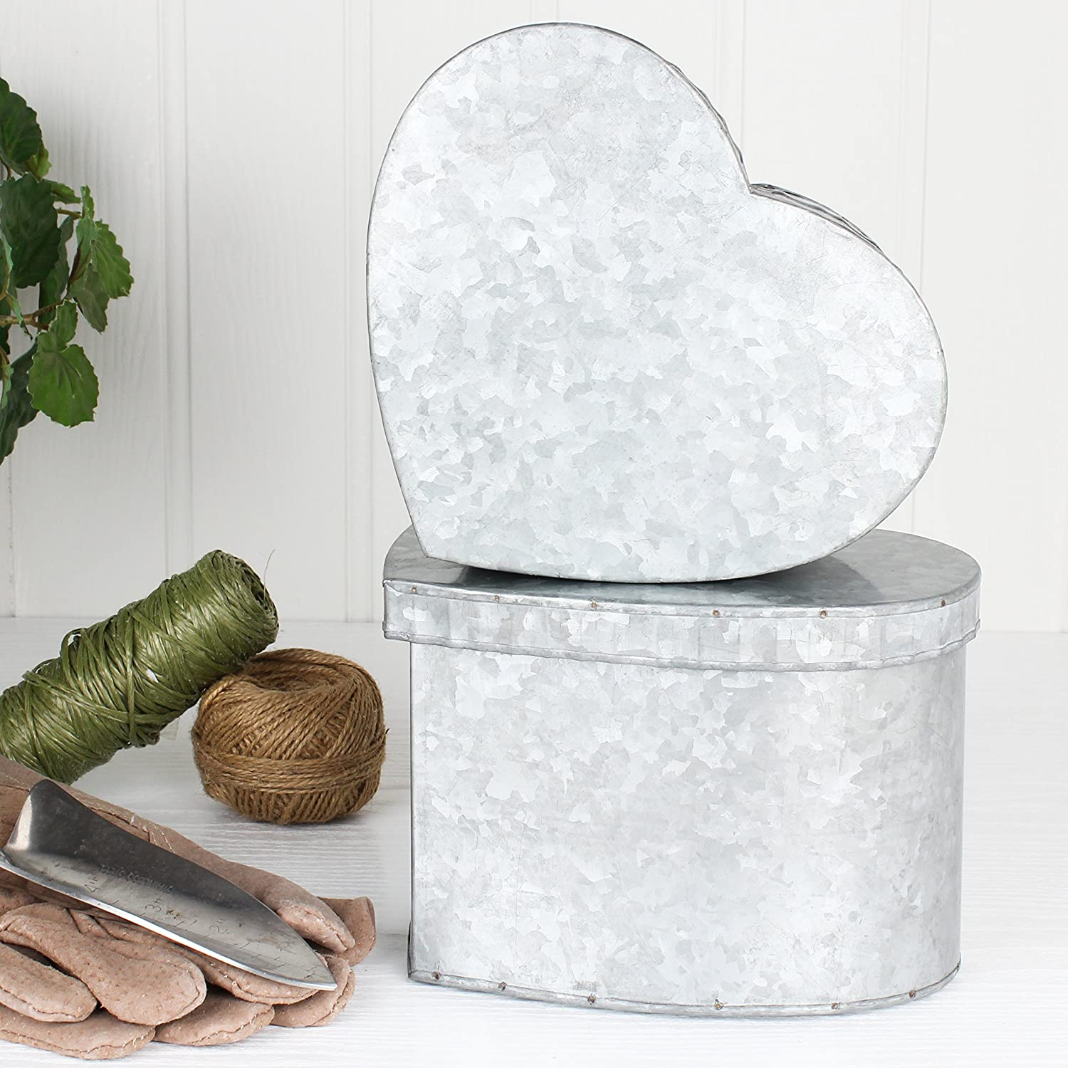 Set Of Two Zinc Heart Shaped Tins - Great gift ifea for Dads shed this Christmas! - Perfect For Storing Bulbs And Seeds - H7.5 x W20.5 x D19.5cm Dibor
