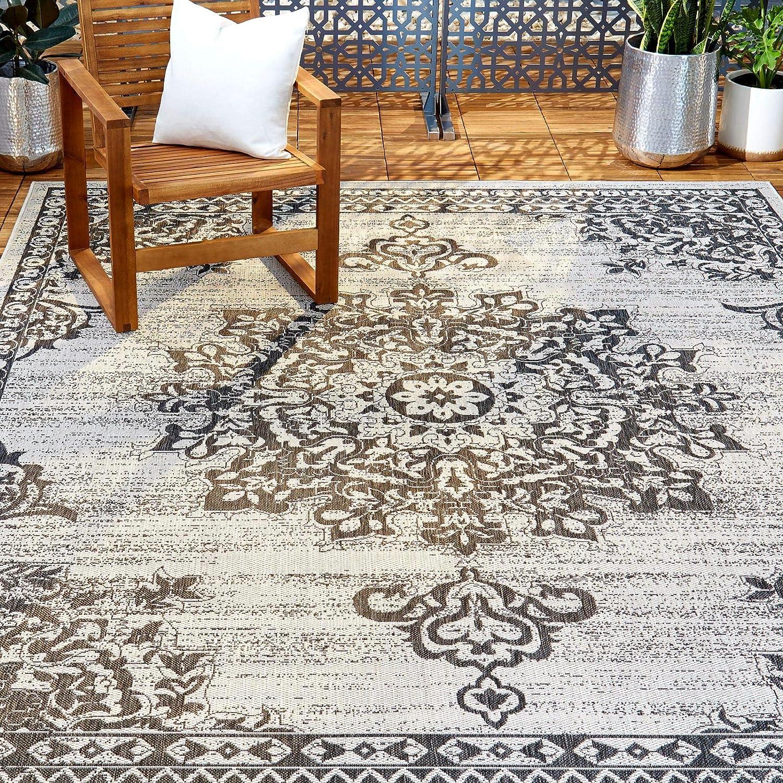 Amazon Com Home Dynamix Nicole Miller Patio Country Azalea Indoor Outdoor Area Rug 5 2 X7 2 Traditional Medallion Gray Black Furniture Decor