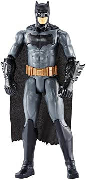 Mattel FGG79 - DC Justice League Movie Batman 30 cm Basis Actionfigur, Spielzeug Actionfiguren ab 3 Jahren