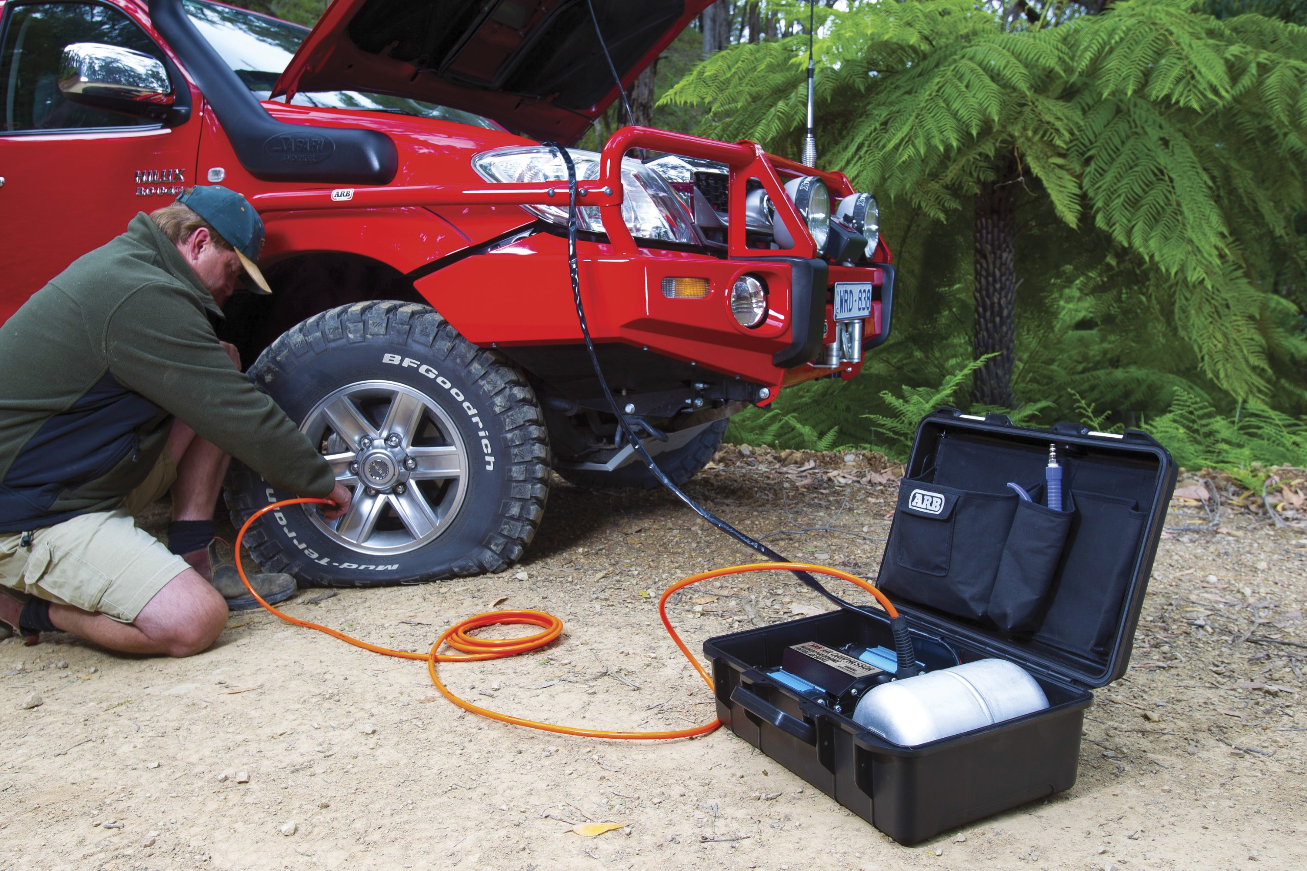 ARB (CKMTP12) 12V Twin Motor High Performance Portable Air Compressor by ARB (Image #2)