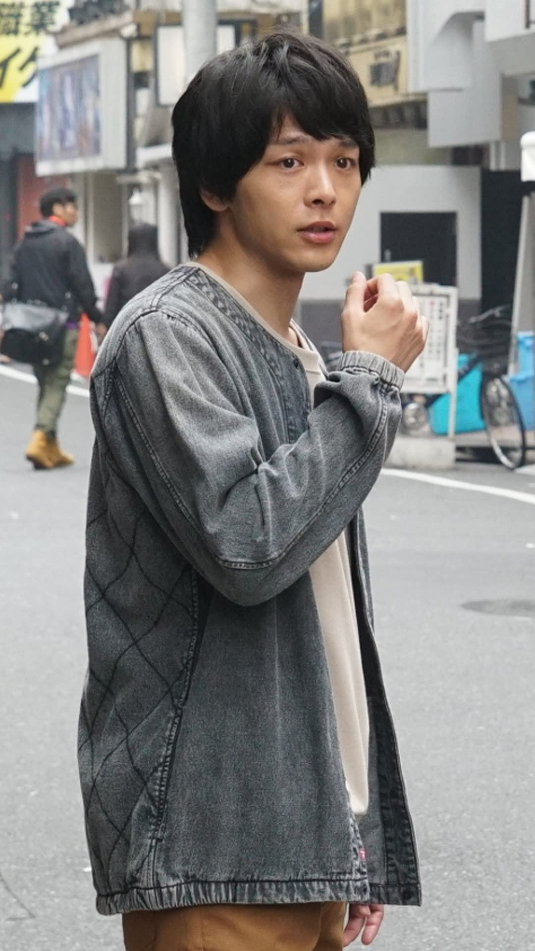 中村倫也 『新宿セブン』大野健太 フルHD(1080×1920)スマホ壁紙/待受画像