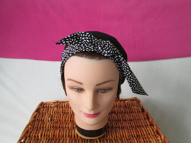 Foulard, turban chimio, bandeau pirate au féminin noir avec des petites feuilles blanches