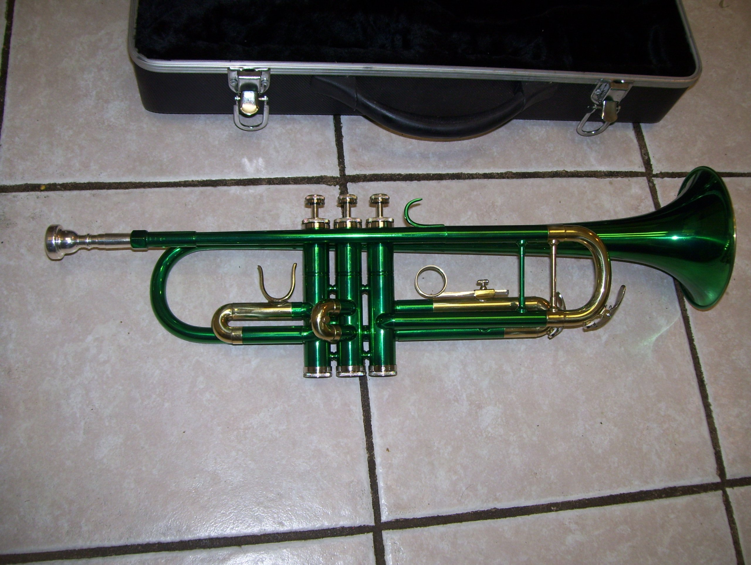 trumpet with case and mouthpiece, Green