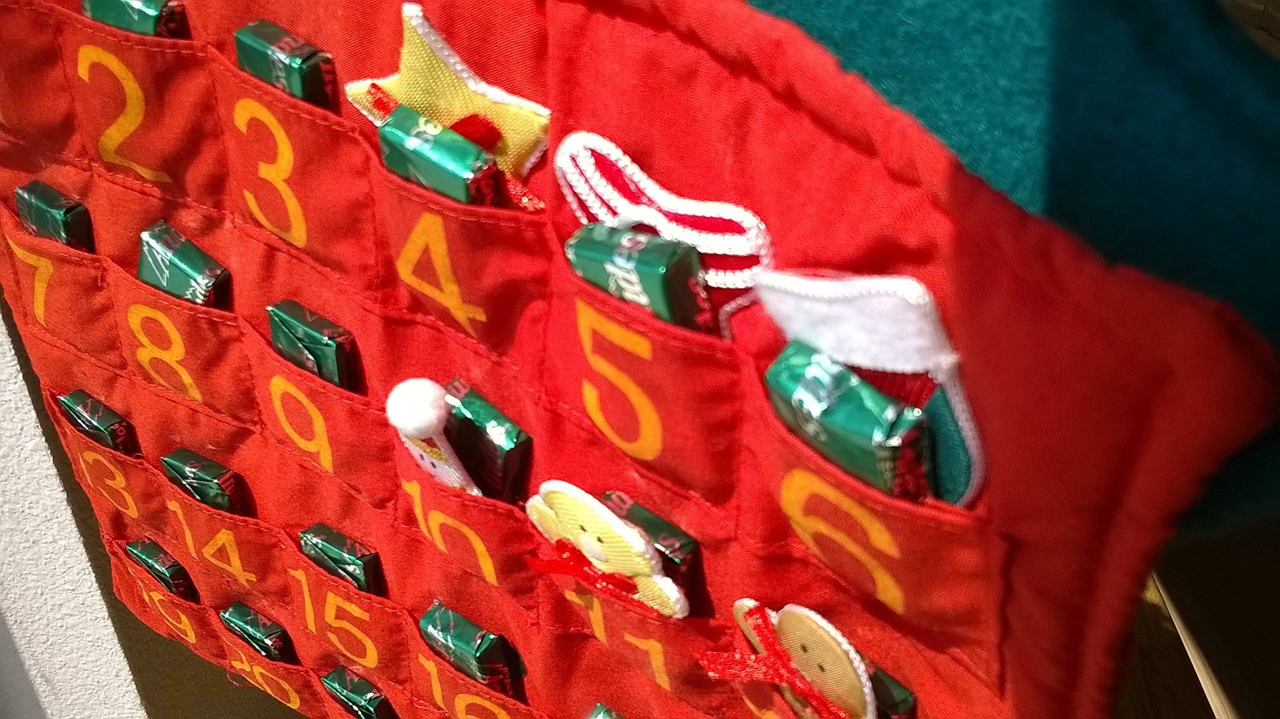 Vintage Advent Calendar ~ Countdown the Days to Christmas ~ Traditional Advent Calendar with Pockets for Chocolate ~ Handmade Classic Christmas Tree ~ Advent Calendar for Elderly or Rest Home Gift ~ JUMBO SIZED 3 FEET LONG ~ Completes Christmas Nativity S