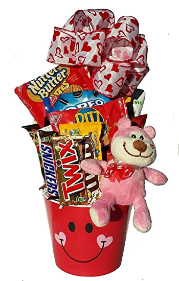 Amazon Com Lots Of Love Valentine Gift Basket With Teddy Bear