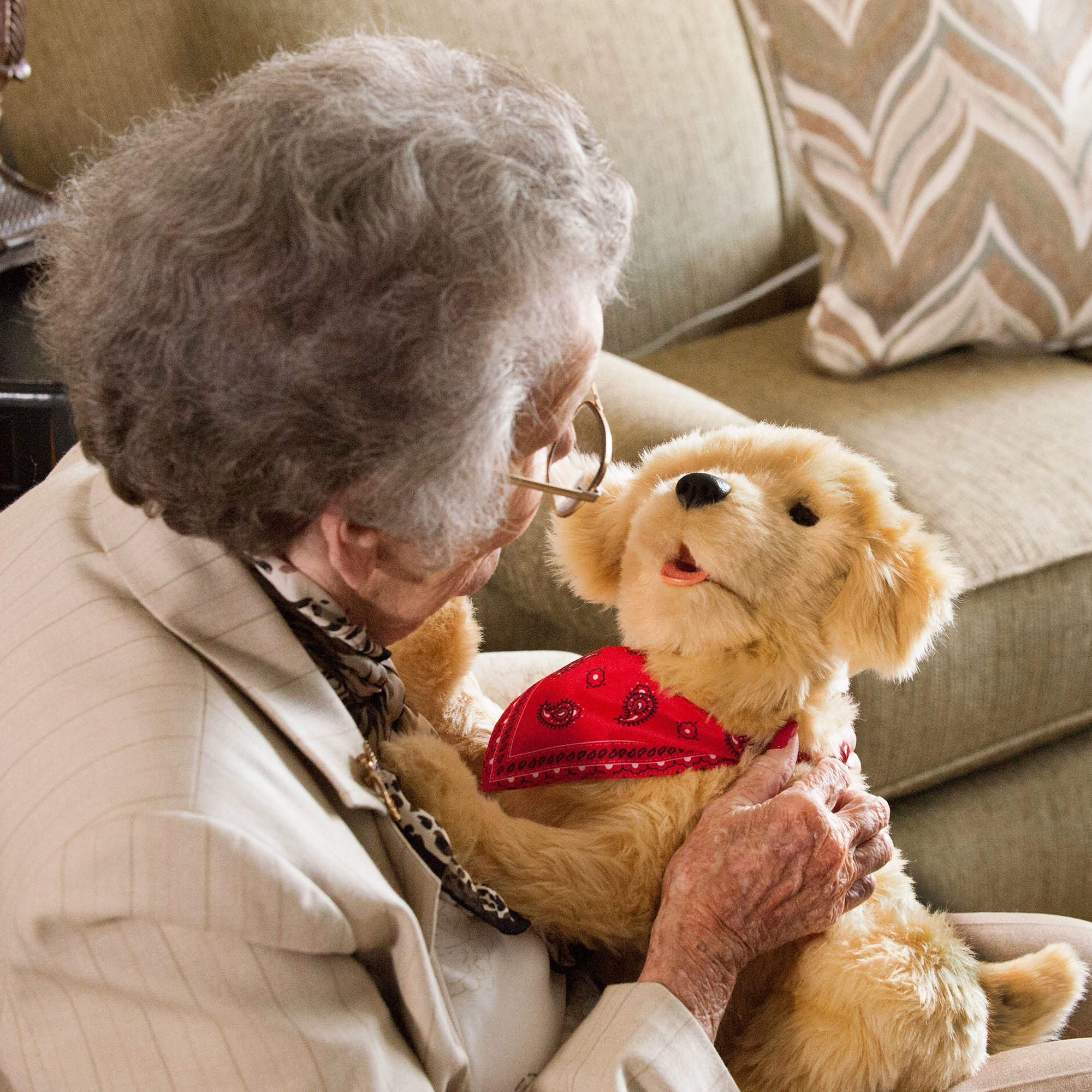 Joy for All Companion Pet Golden Pup by Joy For All (Image #6)