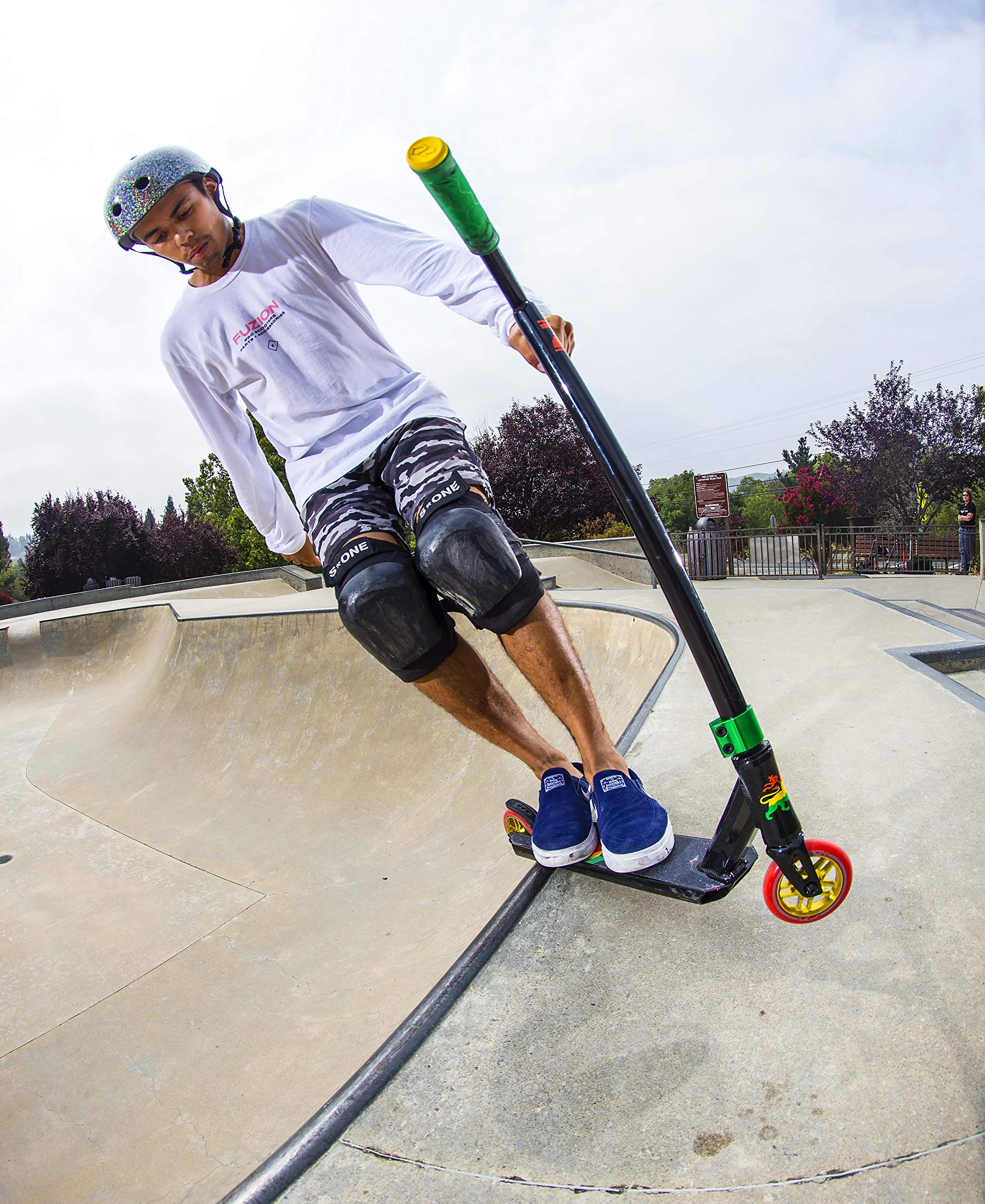 Fuzion Z250 Pro Scooters - Trick Scooter - Intermediate and Beginner Stunt Scooters for Kids 8 Years and Up, Teens and Adults – Durable Freestyle Kick Scooter for Boys and Girls (2019 Rasta) by Fuzion (Image #3)