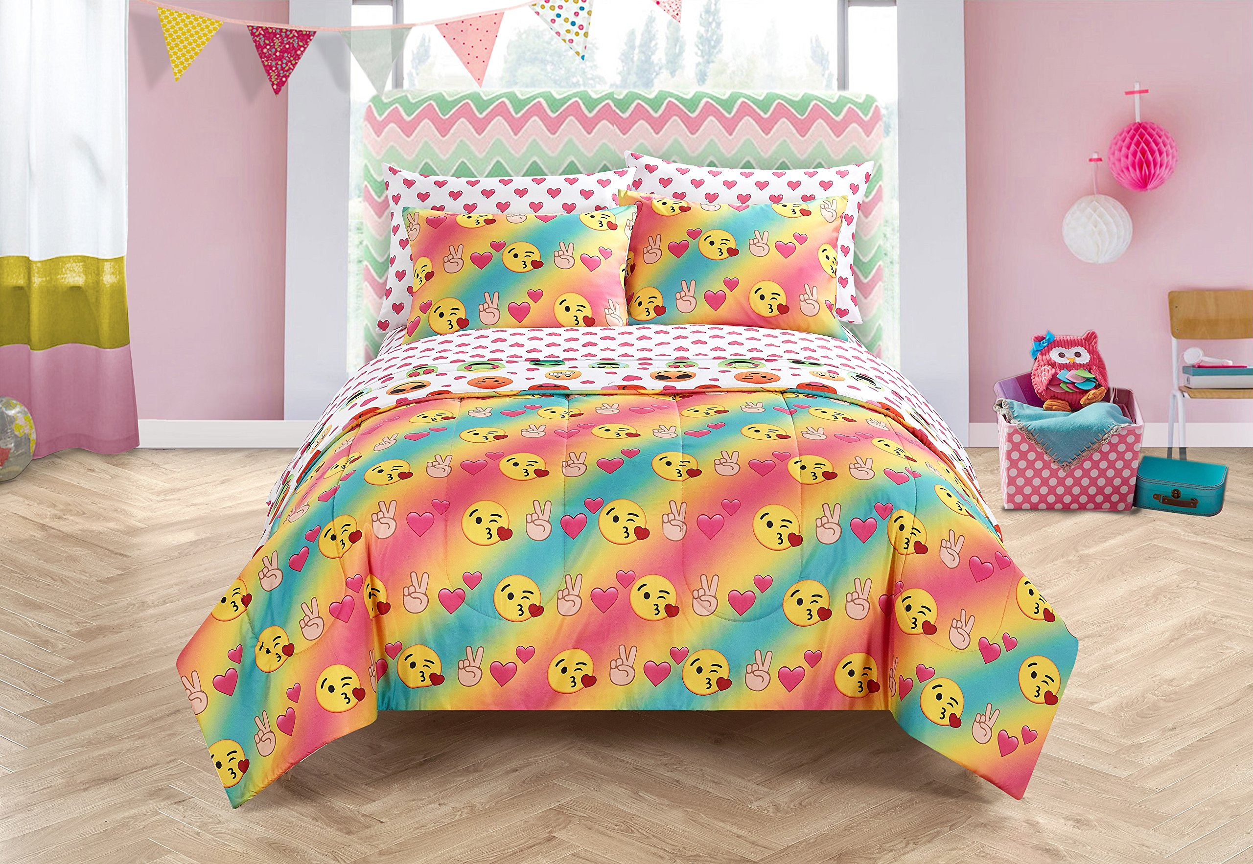 Emoji Pals Love Bed in A Bag Reversible Comforter Set,Tie Dye,Twin/XL