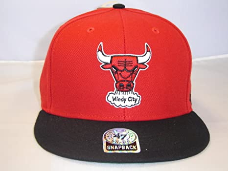8c4bc06a4aa Image Unavailable. Image not available for. Color  47 Brand NBA Chicago  Bulls Classic Logo 2 Tone Red Black Retro Snapback Cap