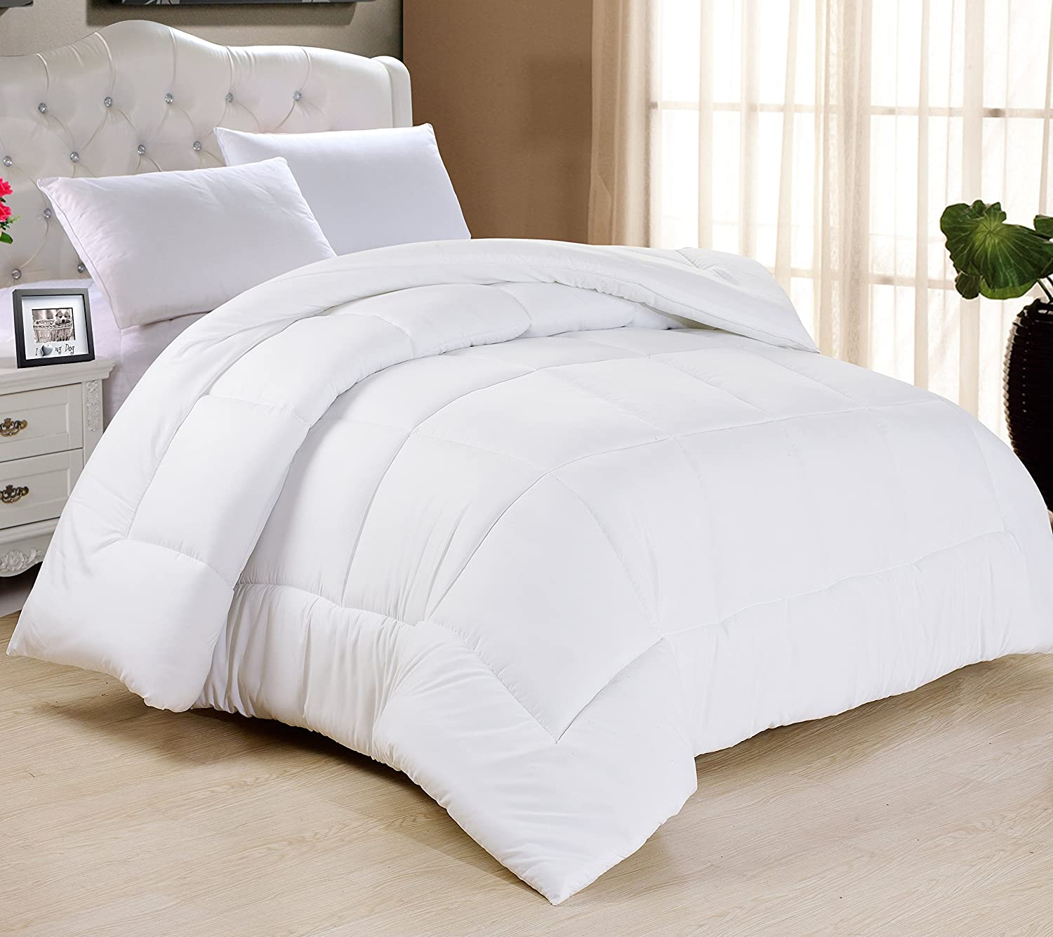 """Swift Home All-Season Extra Soft Luxurious Classic Light-Warmth Goose Down-Alternative Comforter, 104"""" x 90"""", White, King"""