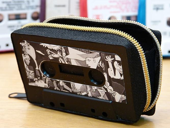 Monedero handmade hecho con cinta de cassette
