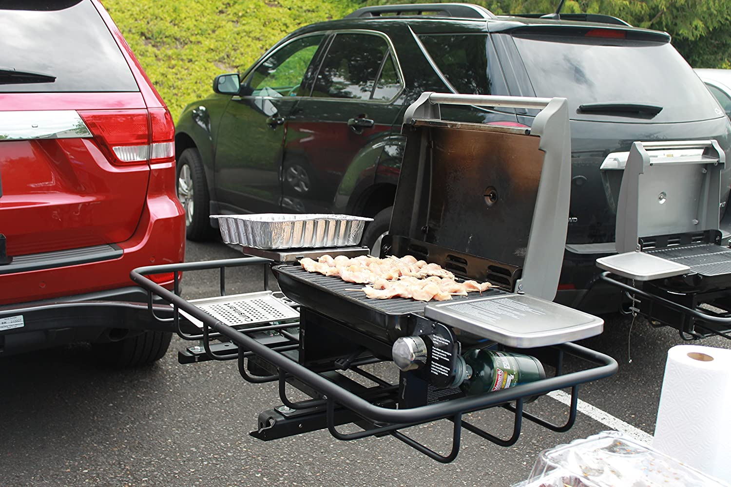 Trailer hitch swinging barbeque