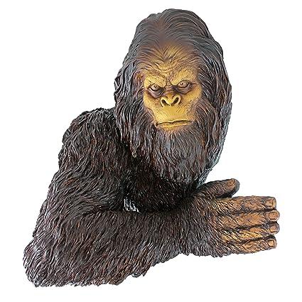 Amazoncom Design Toscano Bigfoot The Bashful Yeti Tree Sculpture