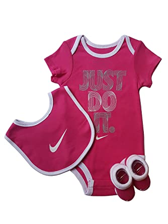 Nike Baby-Set Strampler, Latz und Socken 3.TLG (6-12 Monate ...