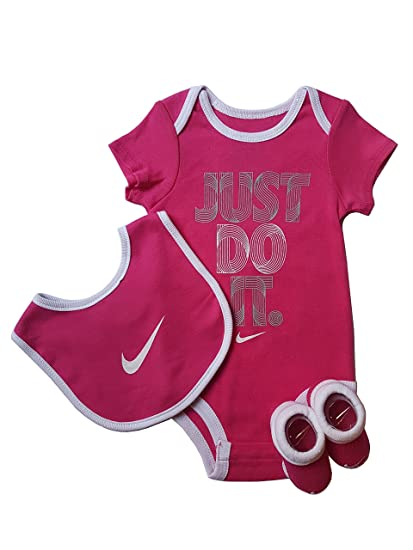 842c221356bf3 Nike - Body - Bébé (Fille) 0 à 24 Mois Gris Gris - -  Amazon.fr  Vêtements  et accessoires