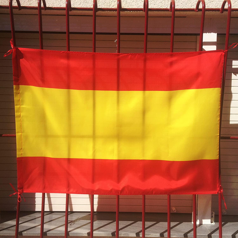 Set de 2 Banderas de España con llavero de regalo | 1 Bandera de España con escudo para uso exterior en mástil, 150x90cm | | 1 Bandera Española sin escudo para uso