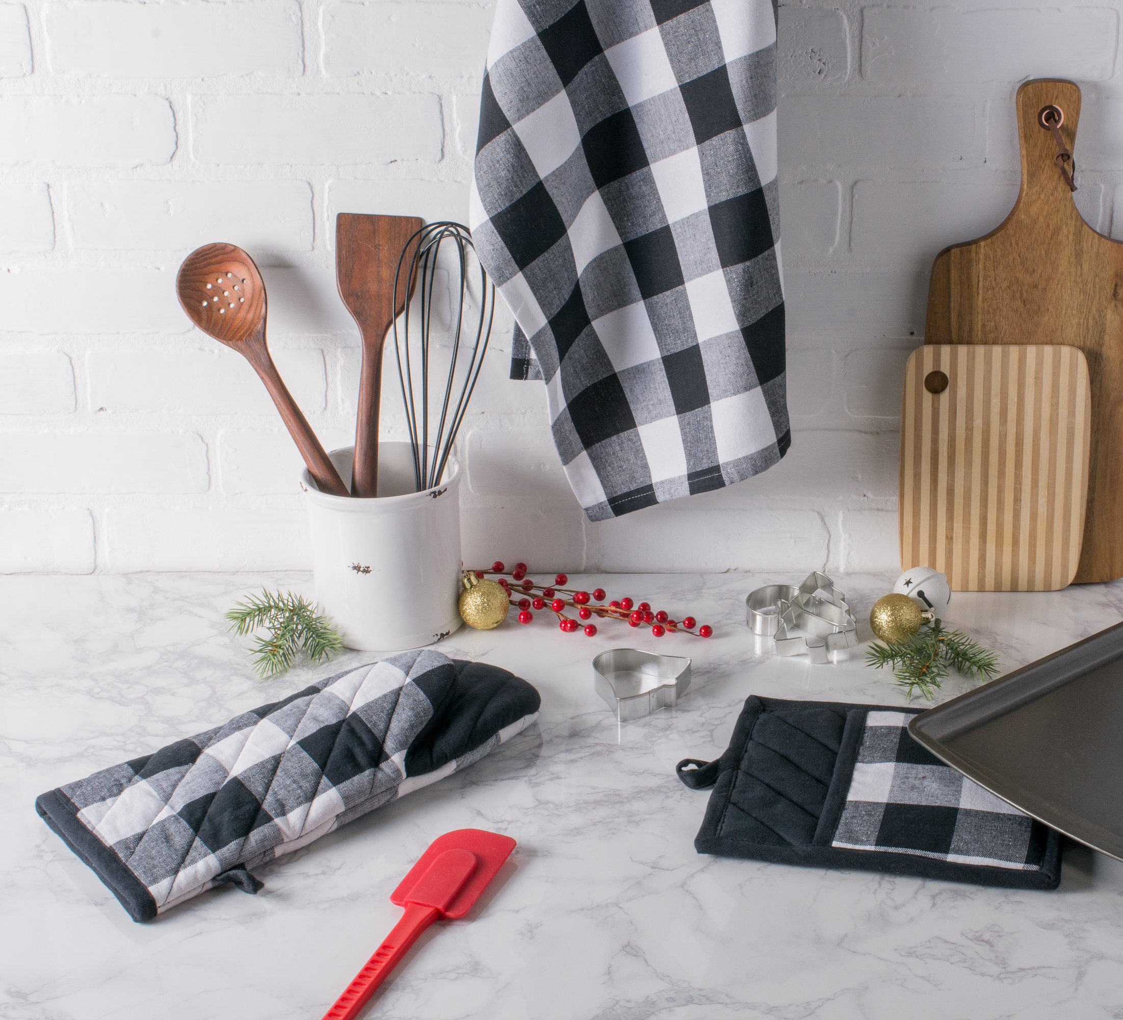 DII Cotton Buffalo Check Plaid Dish Towels, (20x30, Set of 3) Monogrammable Oversized Kitchen Towels for Drying, Cleaning, Cooking, Baking - Black & White by DII (Image #6)