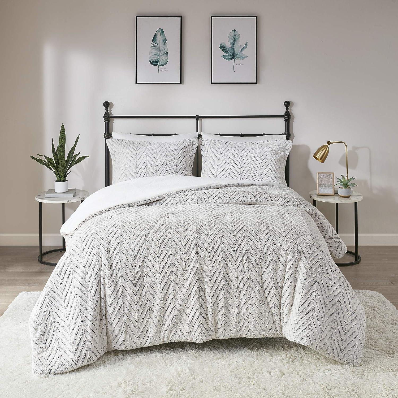 Madison Park MP10-4803 Adelyn Ultra Soft Plush Faux Fur Chevron Comforter Set, King/Cal King, Ivory 3 Piece