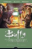 Buffy the Vampire Slayer Season 8 Volume 3: Wolves at the Gate (Buffy the Vampire Slayer: Season 8)