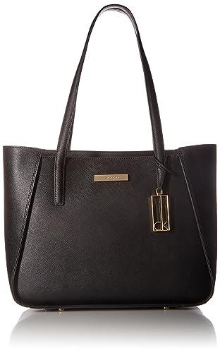 Cartera modelo Marisa Saffiano de Calvin Klein. Este modelo es fabricado de  100% cuero 5e6a4449a9c