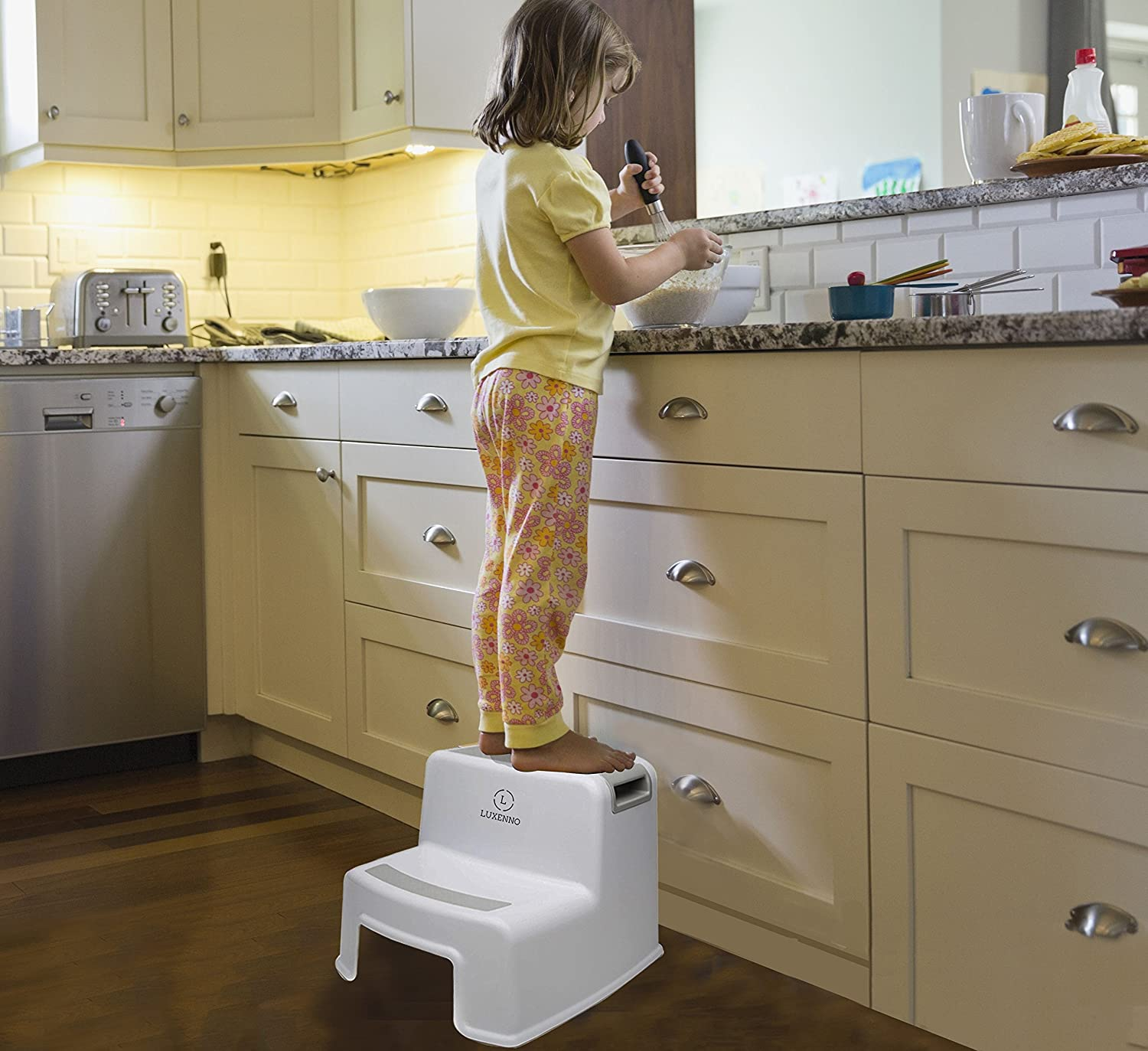 (2 Pack) Dual Height Step Stool für Toddlers & Kids, Nursery Step Stool Potty Training Stool für Bathroom, Kitchen, Two-Step Design mit Soft No-Slip Grips und Safe, White & Grey, durch Luxenno