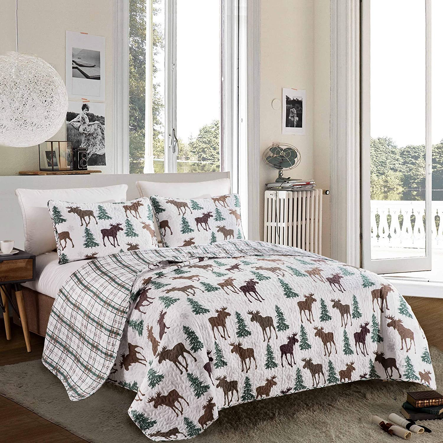 Great Bay Home Lodge Bedspread King Size Quilt with 2 Shams. Cabin 3-Piece Reversible All Season Quilt Set. Rustic Quilt Coverlet Bed Set. Wilderness Collection (Moose - Chocolate)