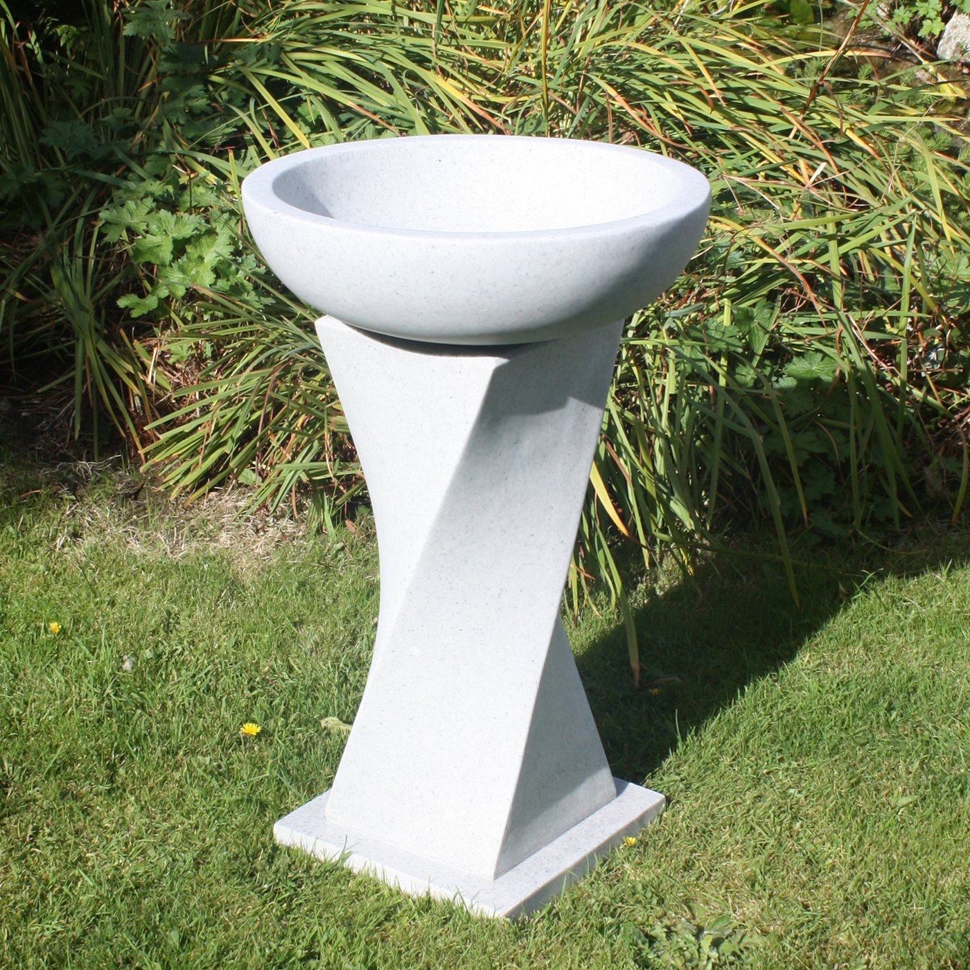 Great Garden Bird Bath   Contemporary Granite Resin Birdbath: Amazon.co.uk: Garden  U0026 Outdoors