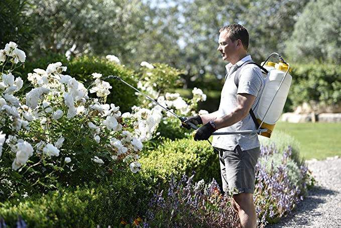 Hozelock Knapsack Outdoor Garden Pressure Sprayer Plus 12 Litre | 4712A - - Amazon.com