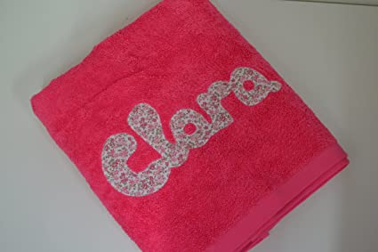 Toalla personalizada con nombre 100% algodón (Fucsia)