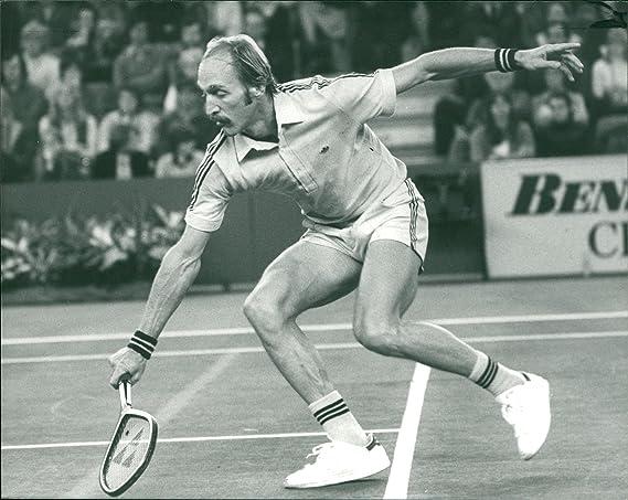 nouveau style f01c4 c4874 Amazon.com: Vintage photo of Stan Smith beats Bill Scanlon ...