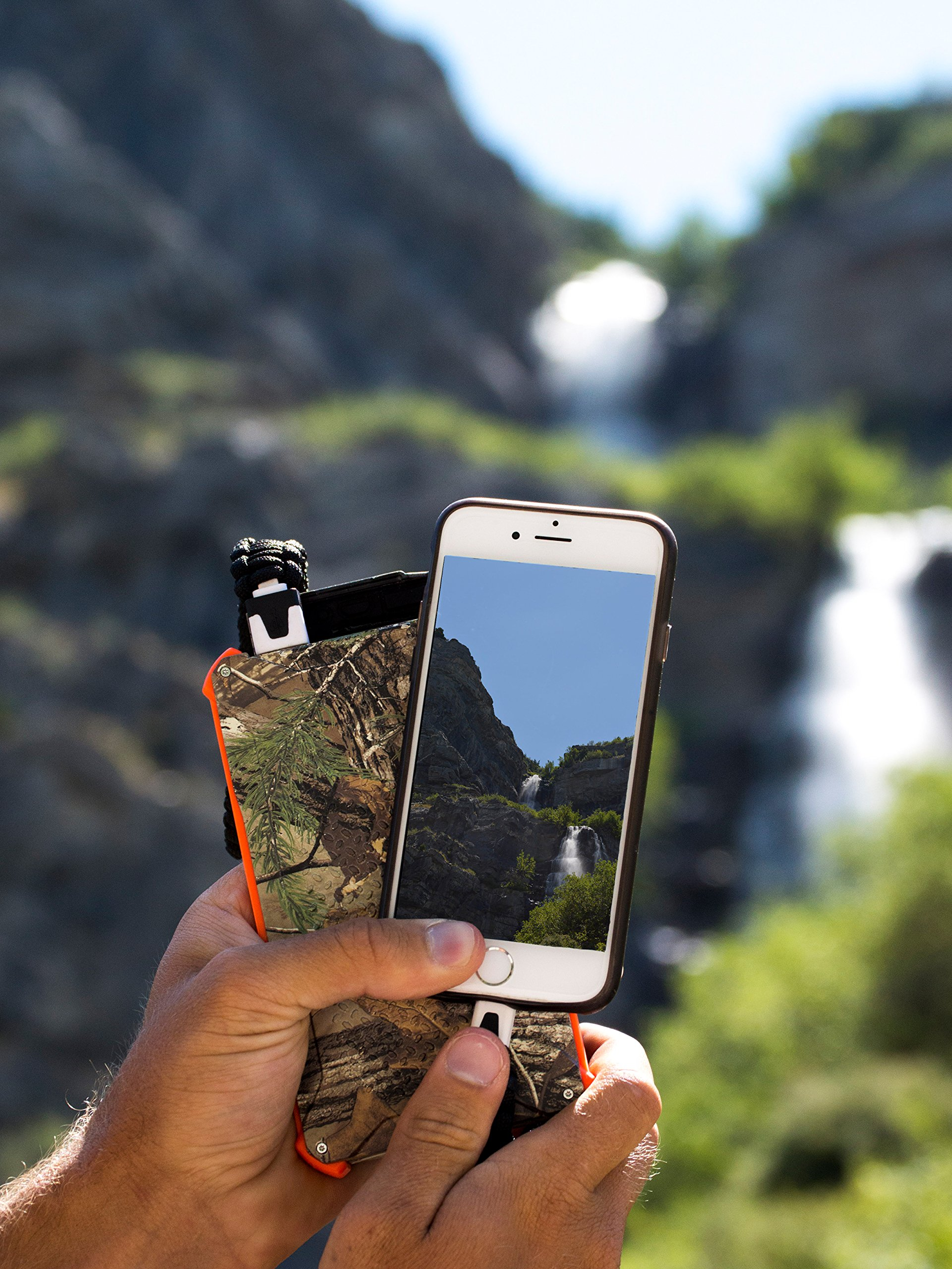Dark Energy Poseidon IP68 Waterproof, Shockproof, Dustproof, 10,000mah, 2 USB Port, 3.4 Amp Portable Charger and Light PLUS Paracord Charging Cable, Realtree by Dark Energy (Image #5)