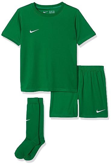 400407fe3 Amazon.com  Nike Park Little Kids Jersey Soccer Kit Set  Sports   Outdoors