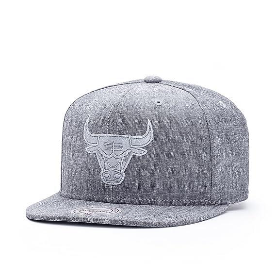 625b7970355 Mitchell   Ness Men Caps Snapback Cap NBA Italian Washed Chicago Bulls Grey  Adjustable  Amazon.co.uk  Clothing