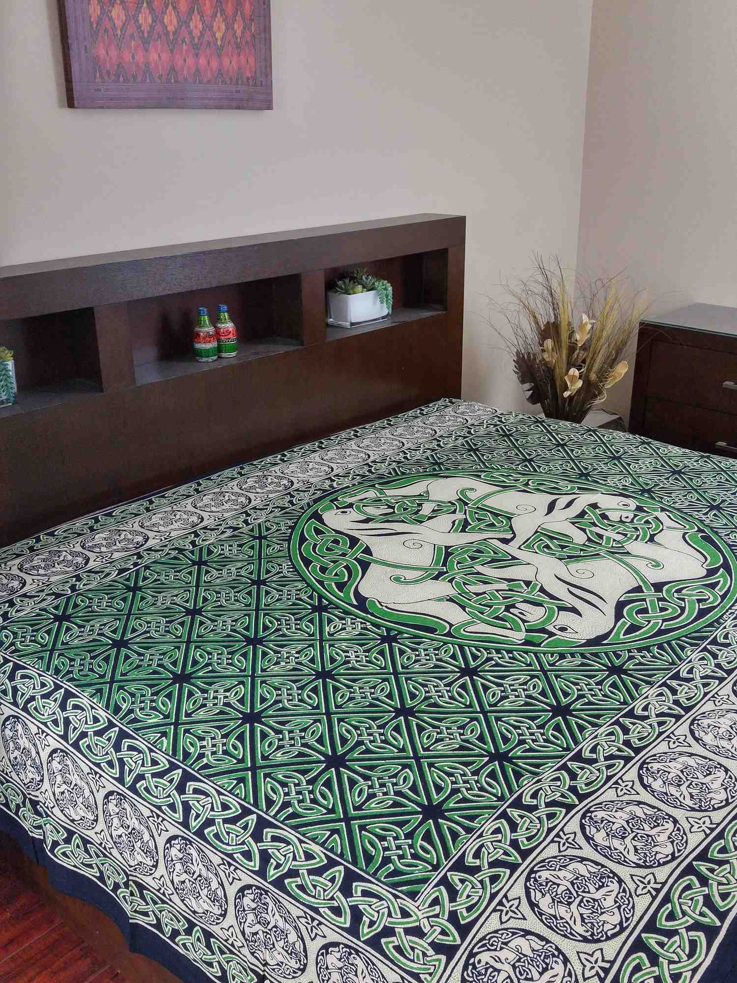Green & Black & White Celtic Horse Indian Bedspread, Twin Size