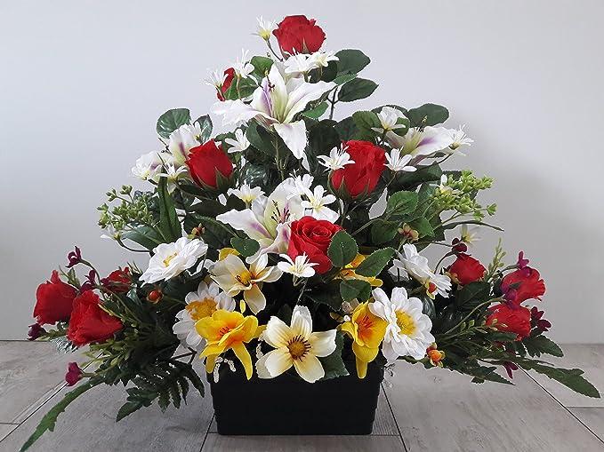 Composition de fleurs artificilles, lesté ciment pour une très bonne tenue à l' extérieur vu son poids. Réalisé par nos soins produit apprécié dans nos villes. Les fleur