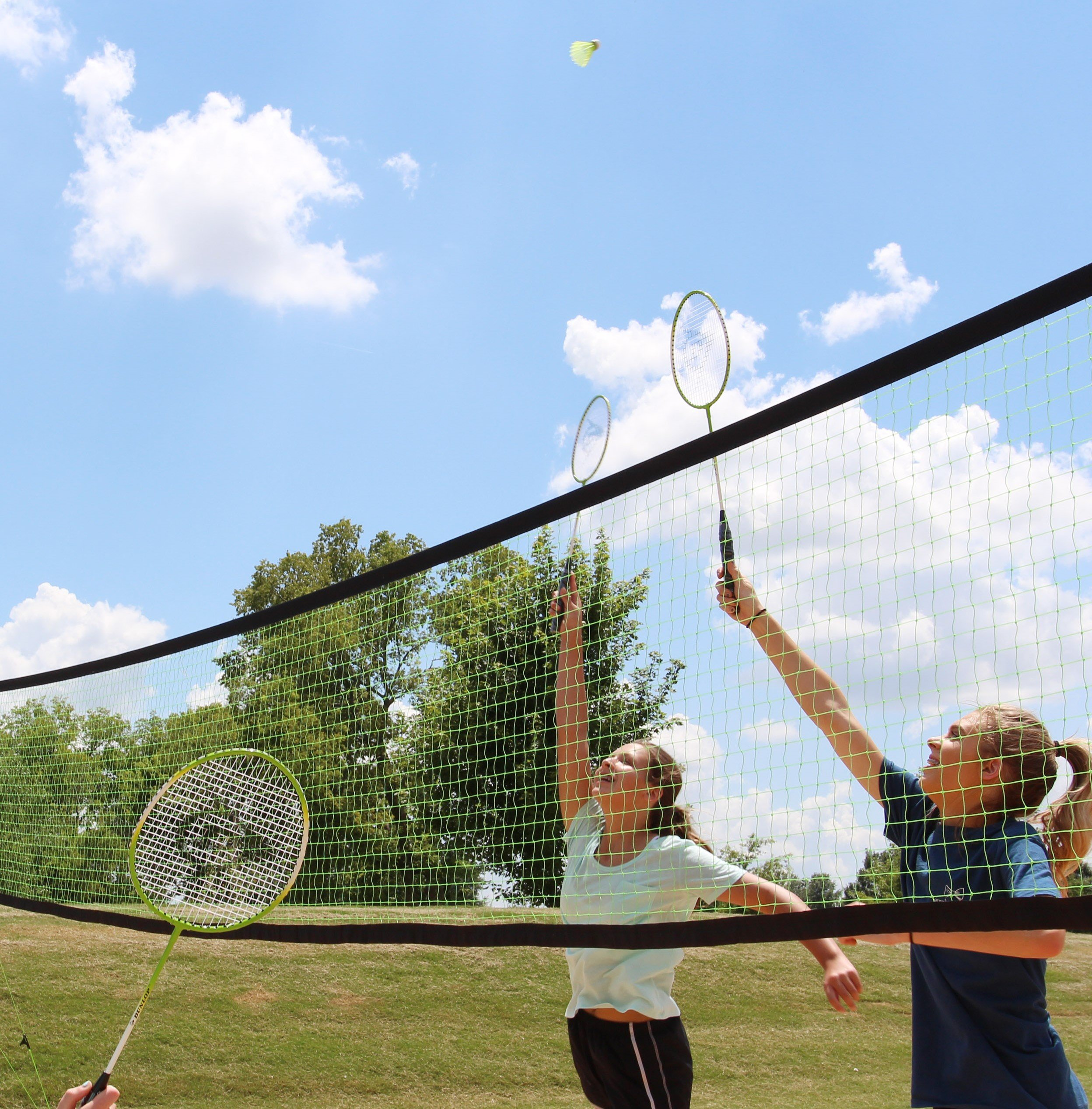 Dunlop Professional Volleyball Badminton Games: Classic Outdoor Lawn Game Set with Carry Bag by Dunlop (Image #4)