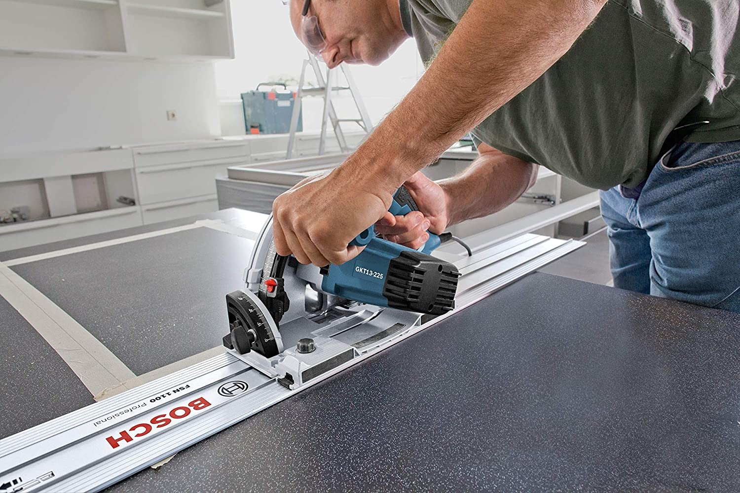 demonstration of bosch track saw