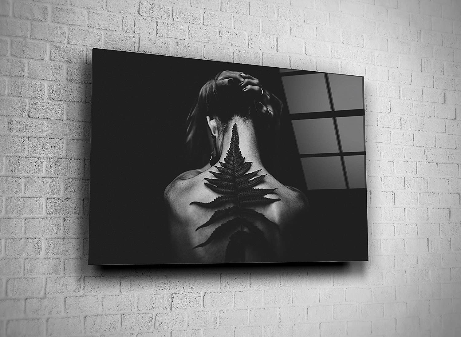 Amazon Com Girl With Leaf Tempered Glass Wall Art Black And White Photo Present Home Decor Office Hotel Modern Gift 16x24 Posters Prints