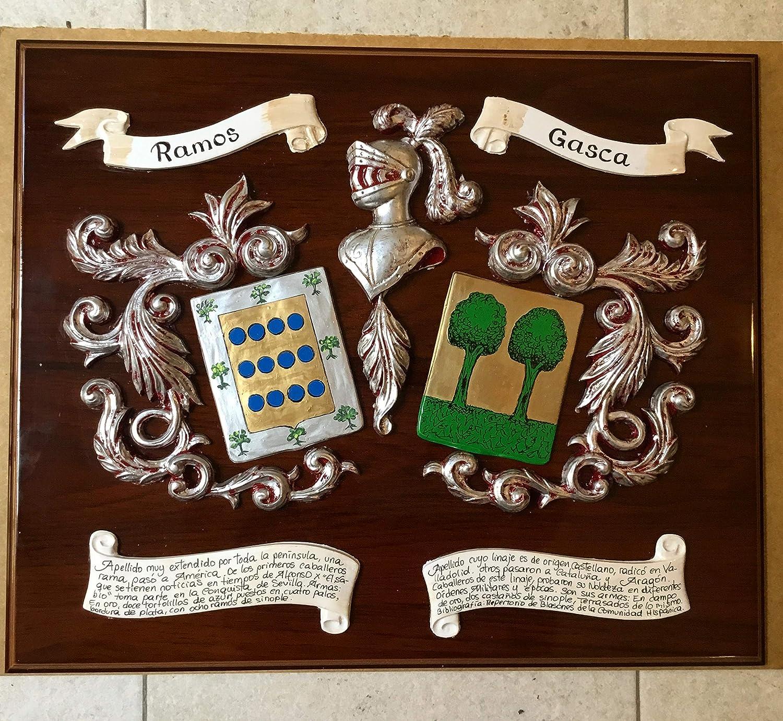 Metopa de madera con escudos del apellido en relieve ...