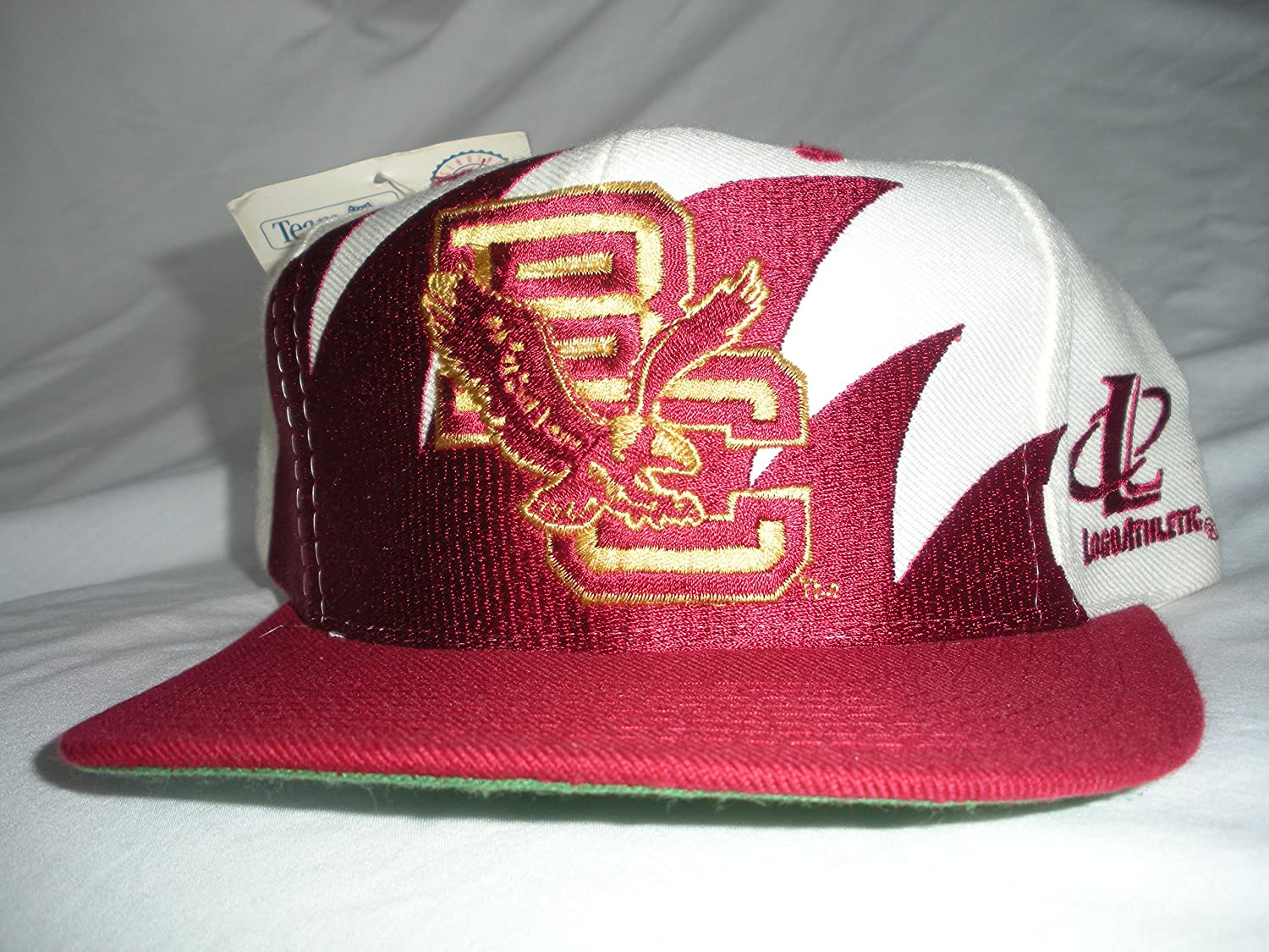 newest ff29d e40bf Amazon.com   Boston College Vintage Sharktooth Snapback Hat   Sports Fan  Baseball Caps   Sports   Outdoors