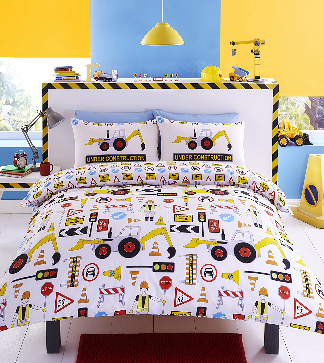 Construction Reversible (Double) Childrens Bed Set, Featuring Yellow  Diggers, Construction Workmen, Road Signs And Traffic Lights Printed Duvet  Cover ...
