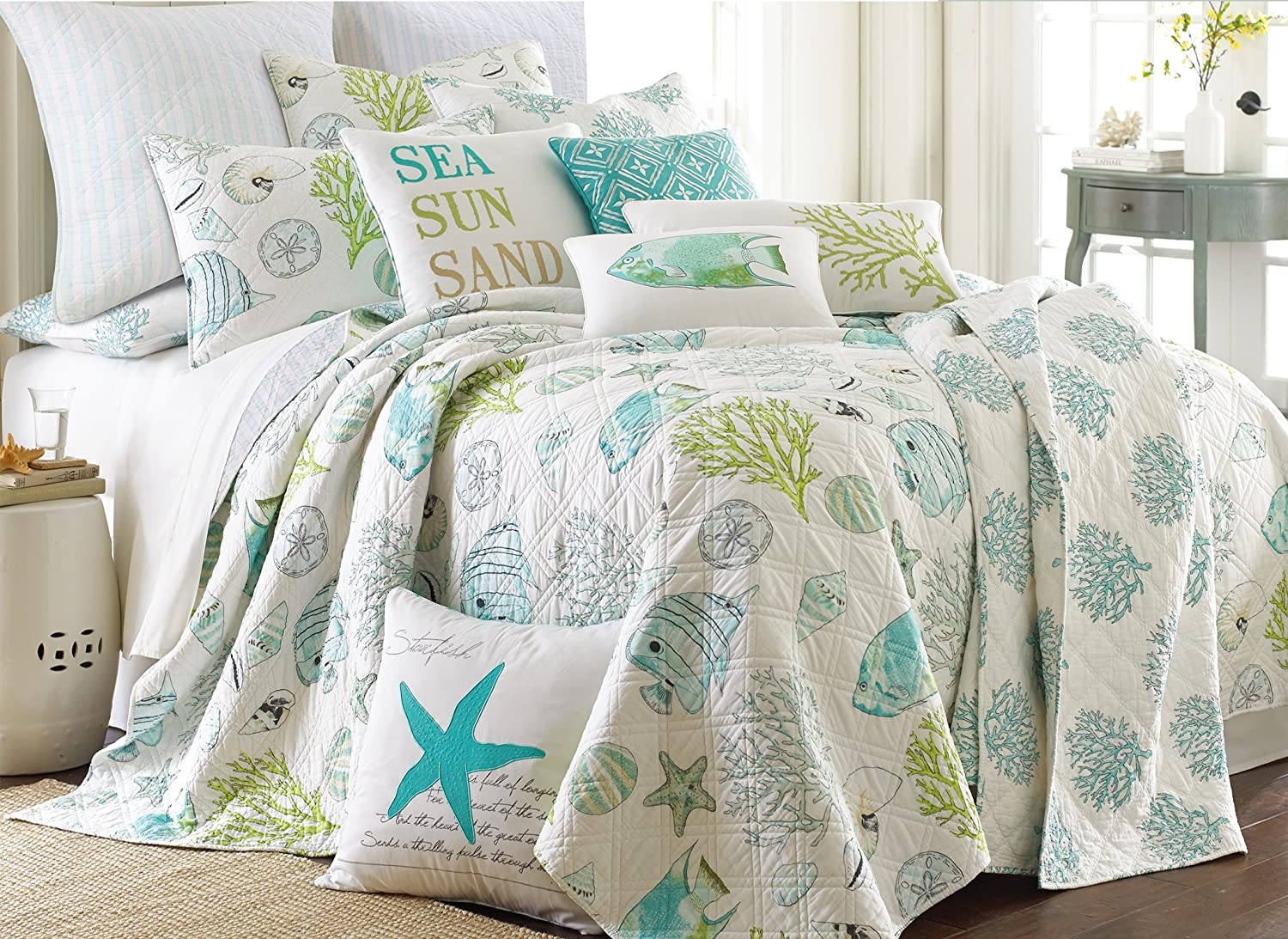 Amazon.com: Biscayne King Quilt Set Aqua Coastal: Home & Kitchen : aqua king quilt - Adamdwight.com