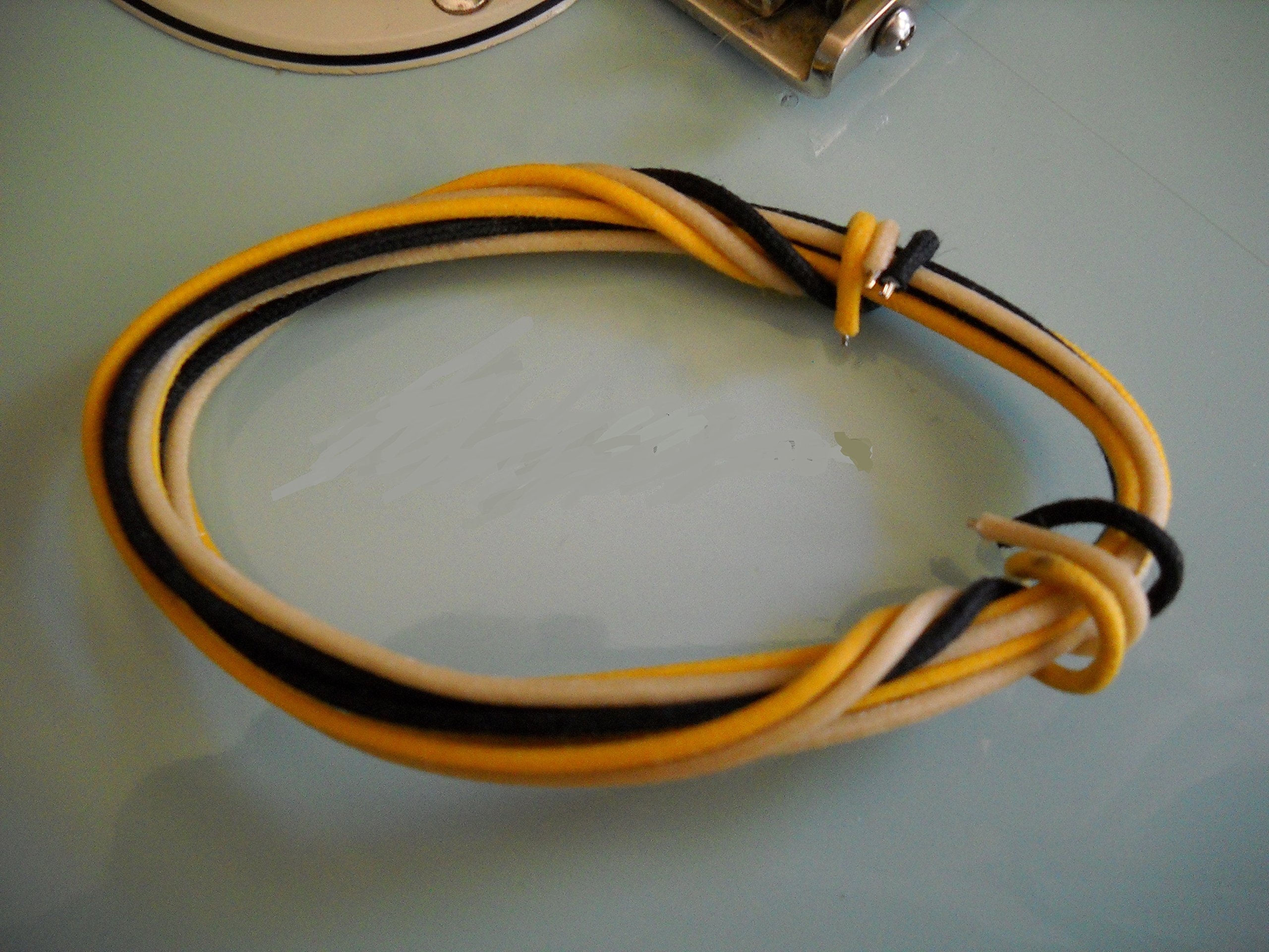 6 Feet (2-white/2-black/2-yellow) Gavitt Cloth-covered Pre-tinned 7-strand Pushback 22awg Vintage-style Guitar Wire