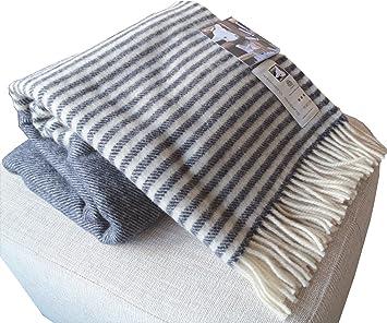 Dunkelblaue Wolldecke Mit Cremefarbenen Streifen Aus 100