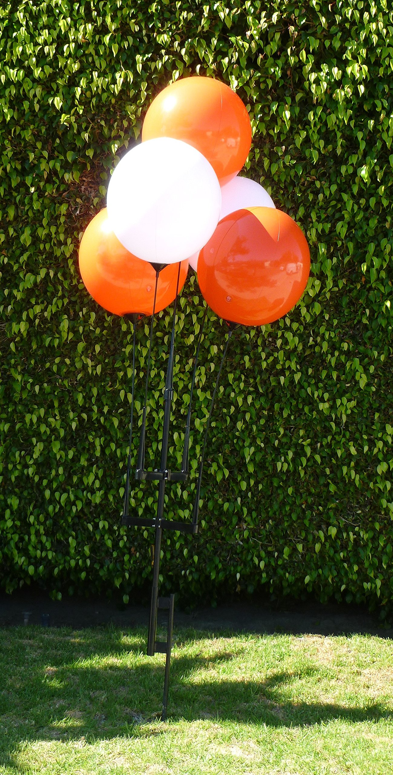 Reusable Balloon Cluster Kit with Ground Spike, 5 Piece, Red and White
