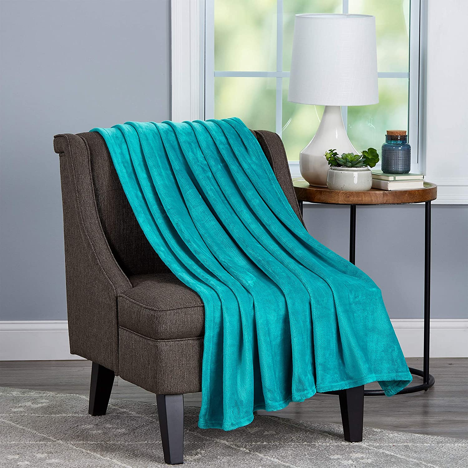 Lavish Home Collection Oversized Microfiber Velvet Solid Polyester Throw Blanket – Breathable and Machine Washable, (Lagoon Green)