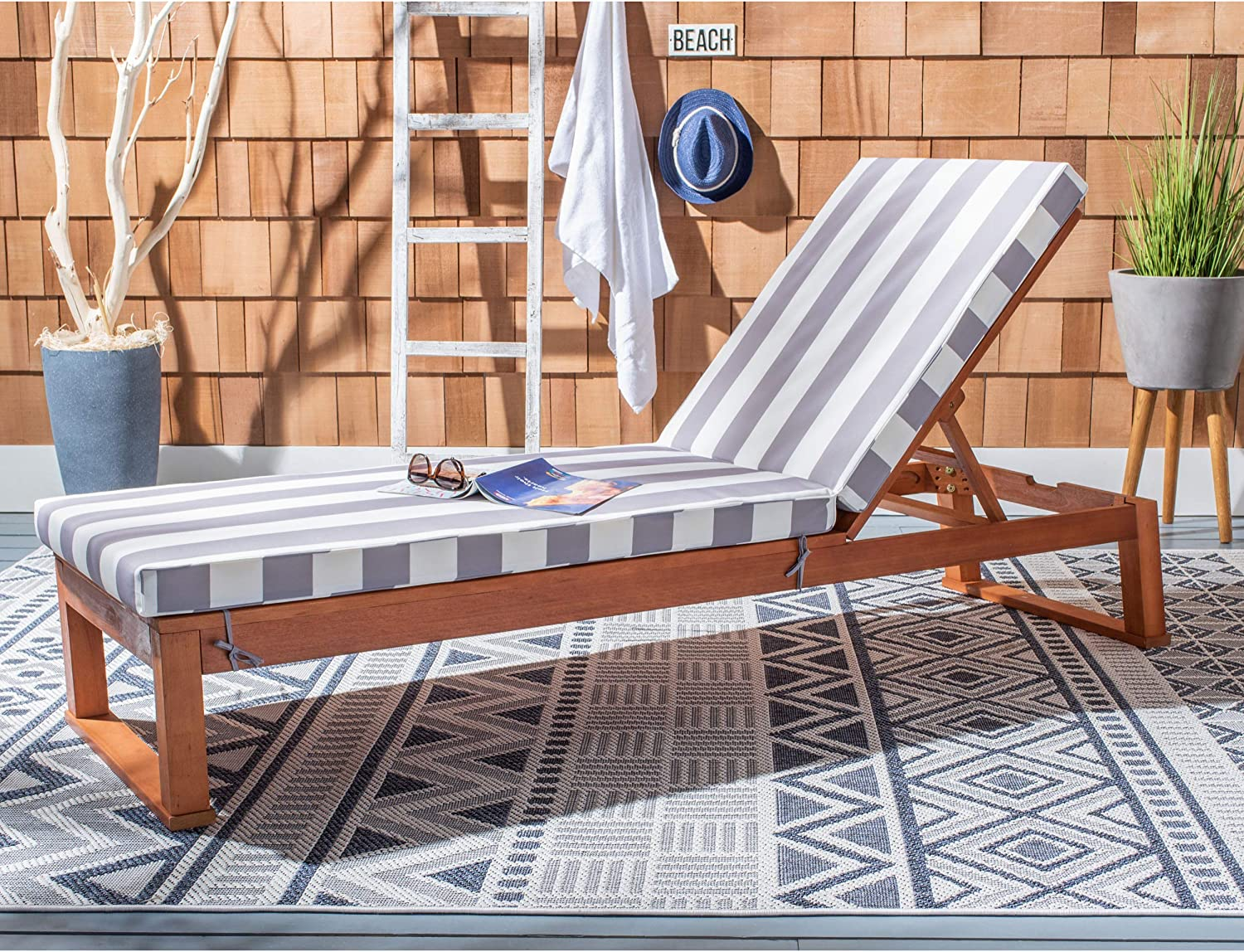 Safavieh PAT7024G Outdoor Collection Solano Wood Stripe Cushion Patio Backyard Chaise Lounger Chair Sunlounger, Natural/Grey