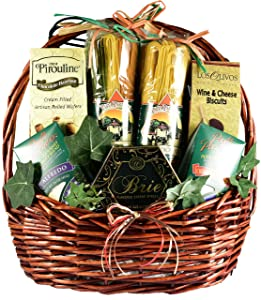 Gift Basket Village Viva Italiano: Large Italian Gift Basket With Artisan Pastas, A Variety of Sauce Mixes, Wafer Cookies and More, All Paired To Make Complete Italian Dinner, 11 Pounds