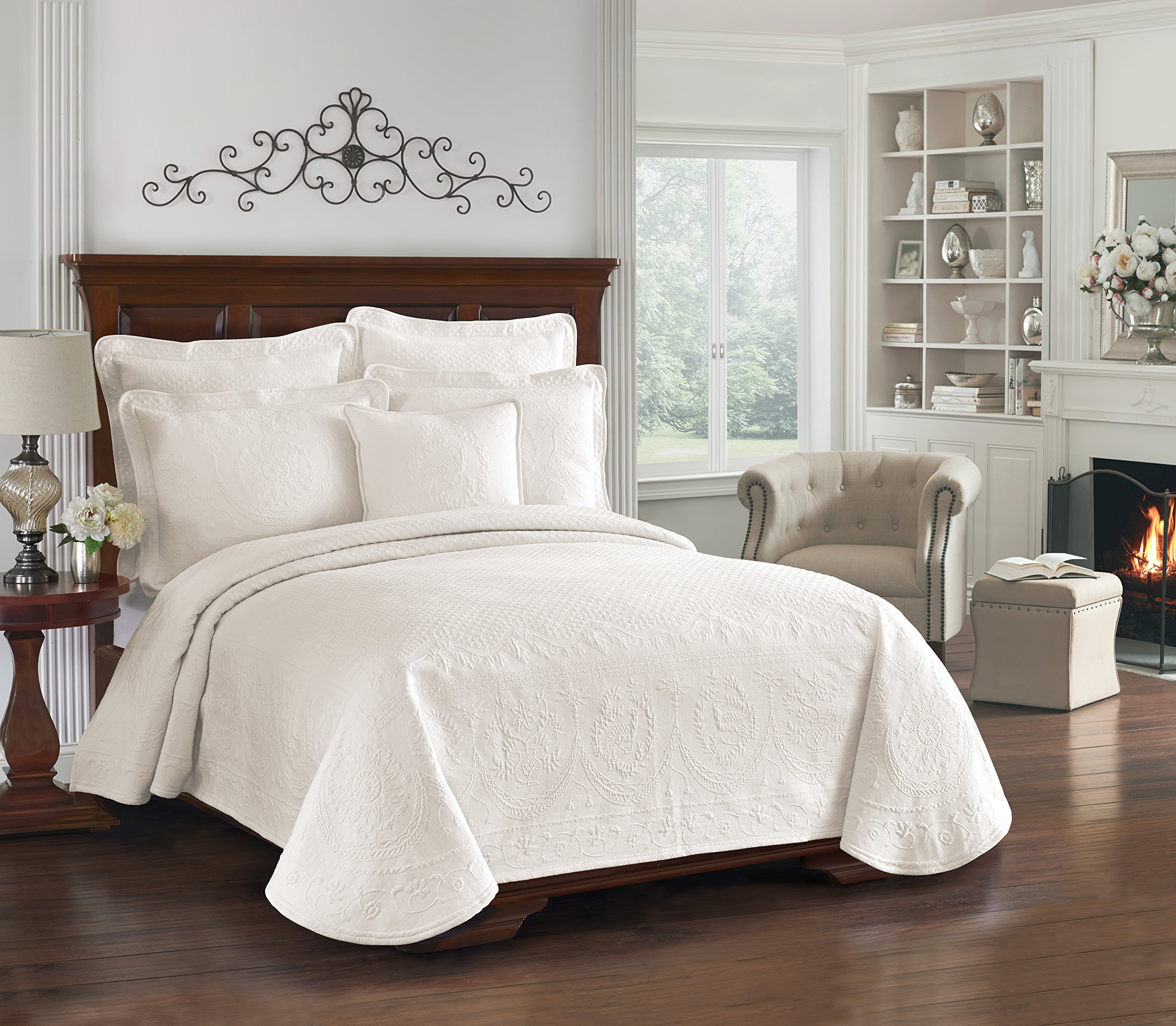 Historic Charleston 13991BEDDKNGIVY King Charles Matelasse 108-Inch by 96-Inch King Coverlet, Ivory